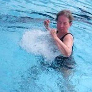 Lisel Humla Sjöstedt kör tuff vattenträning